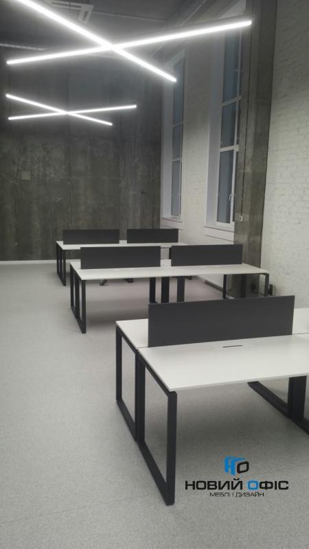 Стильный белый офисный стол с черными ножками 140х75х70 kqd-1470    Фото - 1